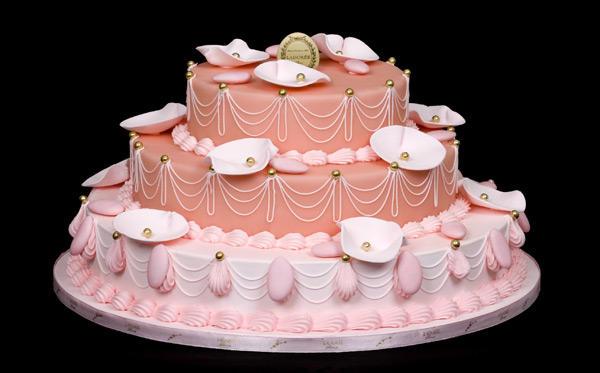 Un entremet aux dragées, chez LaDurée : un wedding cake très original !